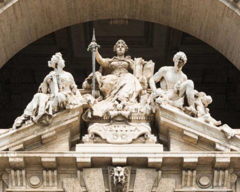 Pediment courthouse, Rome, Italy (CC 1.0)